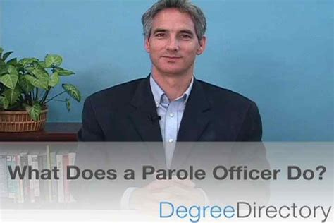 what does a federal corrections officer do