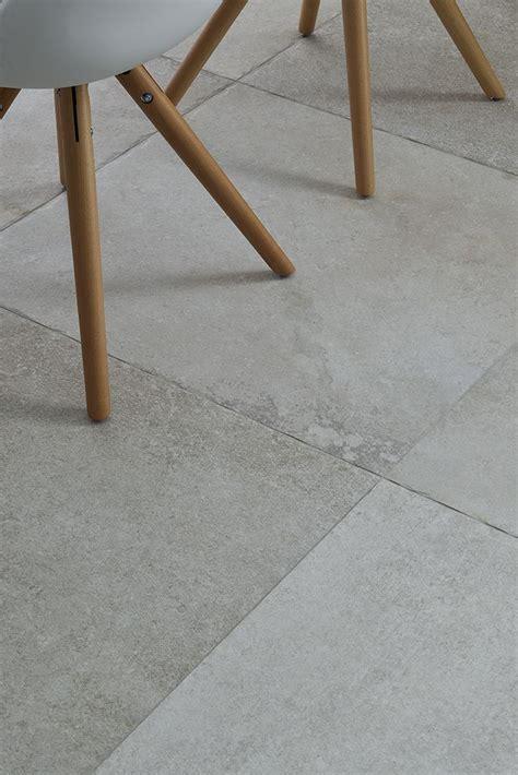 ceramiche per pavimenti e rivestimenti le 25 migliori idee su con esterni in pietra su