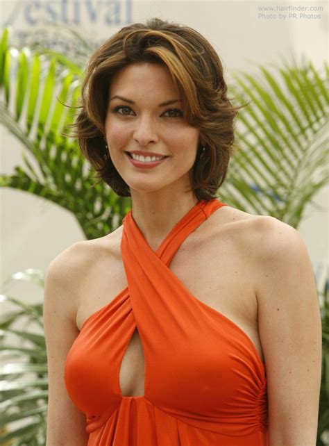 hairstyle of actress in forever alana de la garza mid length haircut with layers that