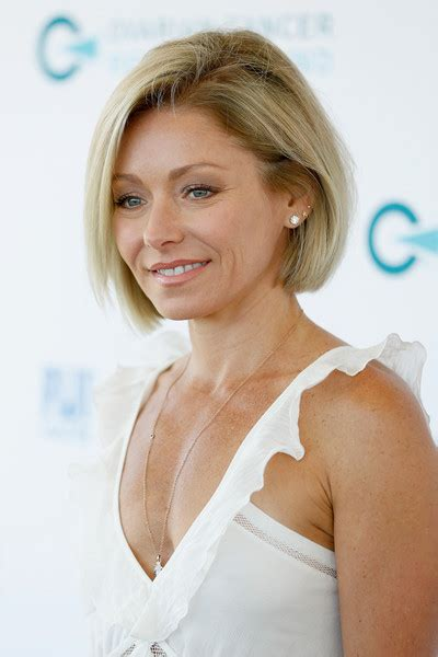 kelly ripa hair style picture of kelly ripa in simple shoulder length bob hair