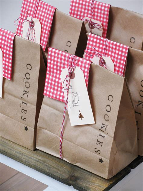 Handmade Gift Packing - adorable way to package cookies for the neighbors