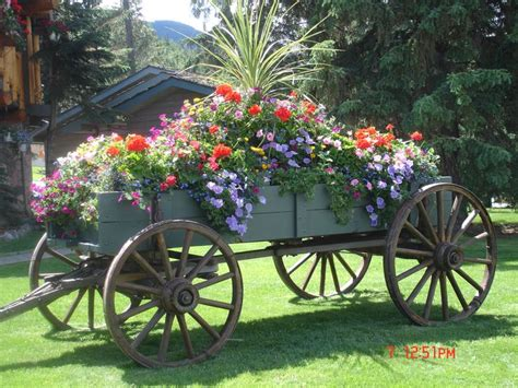 Garden Wagon Planter by The 25 Best Wagon Planter Ideas On