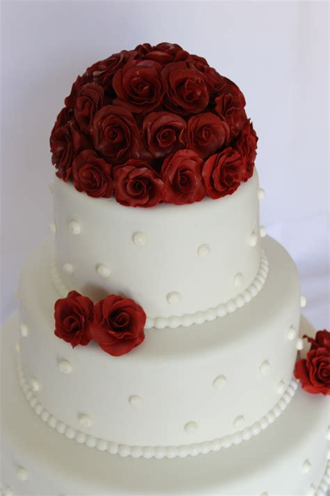 wedding cake red roses  ball border   buttercream dots   tier