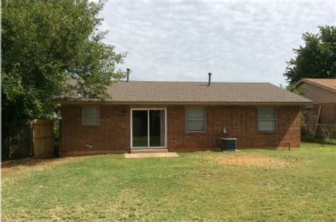 houses for rent mustang ok 814 w perry dr mustang ok 73064 rentals mustang ok