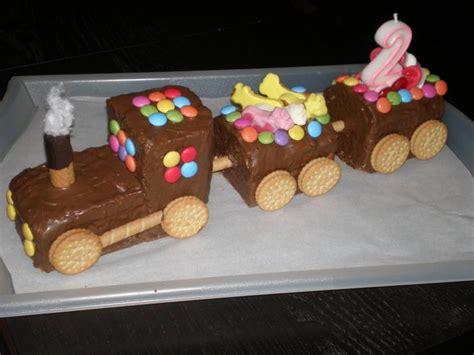 Zug Kuchen Mit Aufgemalten Schoko Schienen