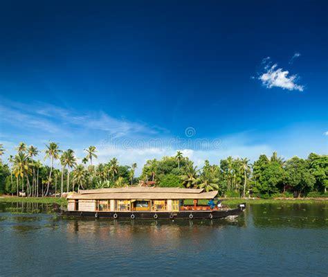 vergunning woonboot woonboot op de binnenwateren van kerala india stock foto