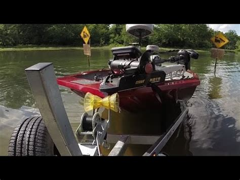 how to launch a boat by yourself how to load your boat on the trailer alone doovi