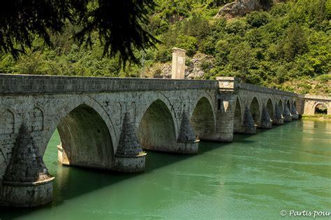 2268071588 la chronique de travnik le pont sur la drina