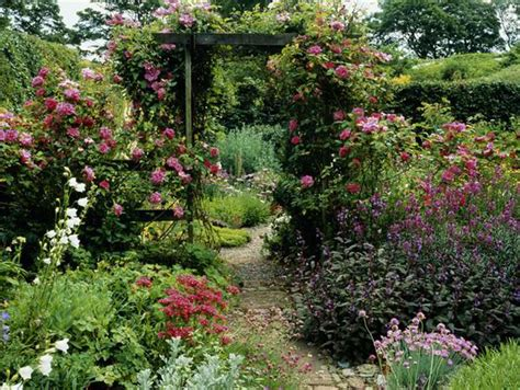 How To Create A Flower Garden Alan Titchmarsh Tips On Creating A Secret Garden Garden