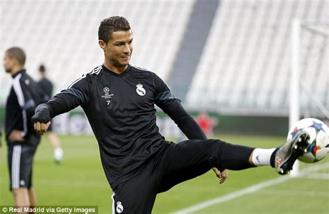 ronaldo juventus player juventus vs real madrid is a reunion of manchester united boys daily mail