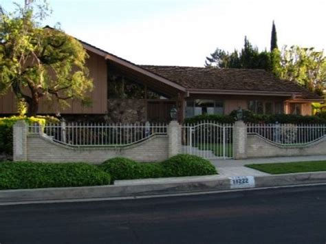 brady bunch house in california ransacked by burglars burglars ransack brady bunch house in los angeles