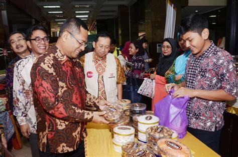 Stand Kue Satu kemenperin pembukaan bazar lebaran di kementerian