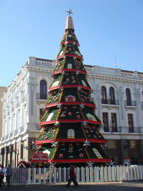 membuat pohon natal dari barang bekas new kreasi hiasan natal dari barang bekas kreasi