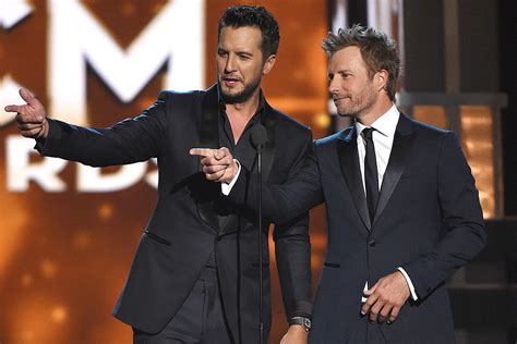 dierks bentley wedding luke bryan dierks bentley to host 2017 acm awards in