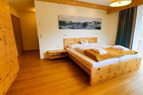 dl couch wallcoverings doppelzimmer berg naturhotel tandler st jakob im
