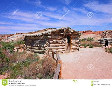 218 nica home de madeira velha do rancho da hist 243 ria