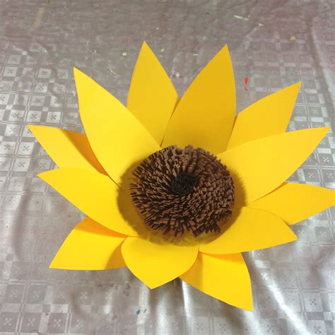 como hacer un girasol gigante de papel girasol hecho en cartulina flor 6 sunflower made with