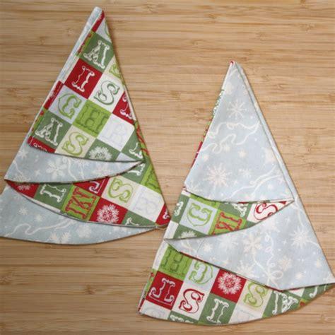 tannenbaum aus servietten basteln servietten falten zu weihnachten 17 ideen mit anleitungen