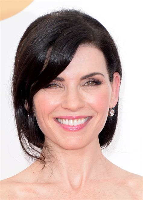 julianna margulies new hair cut julianna margulies loose ponytail hair lookbook