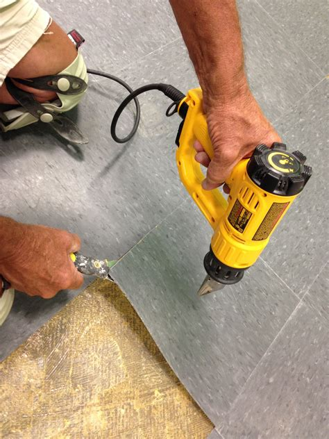 How to Remove Vinyl Flooring With Less Effort and Mess