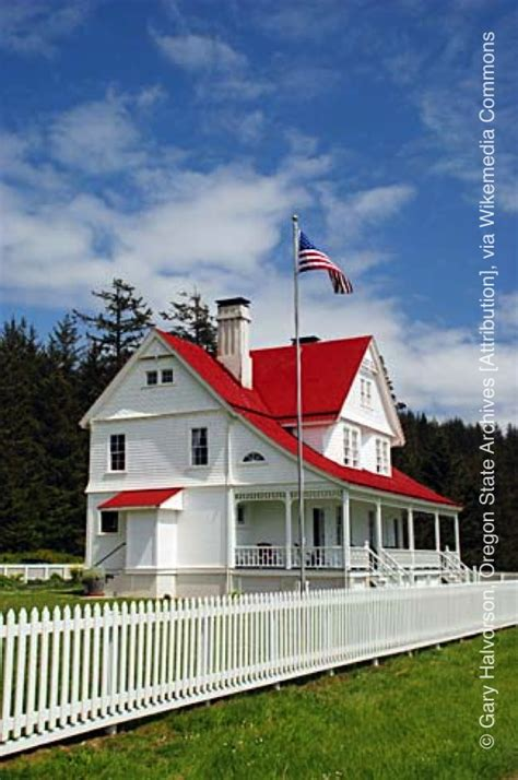 heceta head lighthouse bed and breakfast heceta head lighthouse america s haunted roadtrip