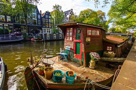 living on a house boat 8 reasons to live on a boat fantastic man magazine style gadgets cars and fitness