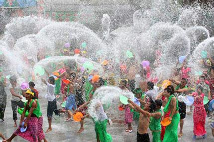 how is new year celebrated in thailand best places to celebrate songkran in bangkok
