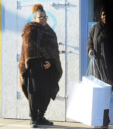 Janet Jackson Steps Out Sans Wedding Ring and Hijab After