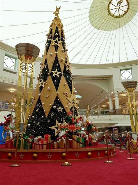 deira city center christmas tree   photo  dubai west trekearth
