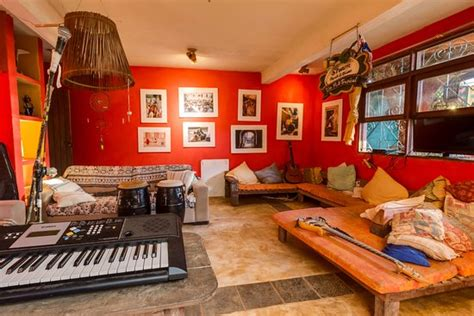 living room sessions mais que nada hostel patio bar itacare brasilien