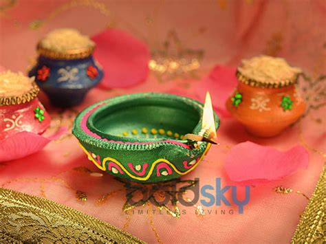 Handmade Diwali Diyas - how to prepare diyas at your home for diwali boldsky