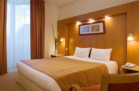 photo chambre hotel h 244 tel lyon 4 233 toiles chambre d h 244 tel lyon l isle d abeau