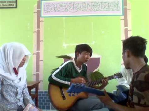 cara bermain gitar sambil nyanyi anak sma maluku utara pintar nyanyi sambil main gitar 1