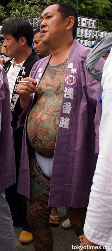 Yakuza Tattoo Fat | japanese traditional tattoo covering a bug bulging belly