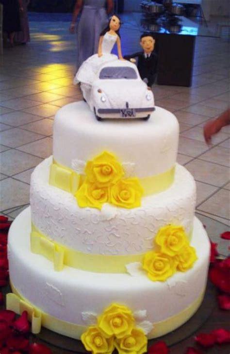 Wedding Cake Yellow Roses by Three Tier White Wedding Cake With Yellow Roses And