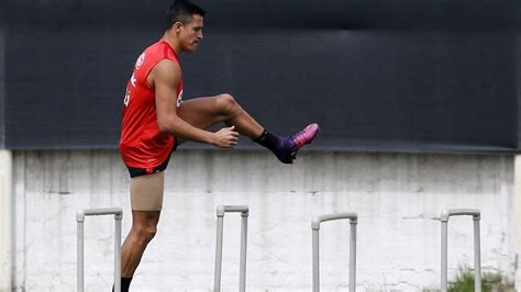 alexis sanchez injury update mixed news for arsenal as chile give alexis sanchez injury