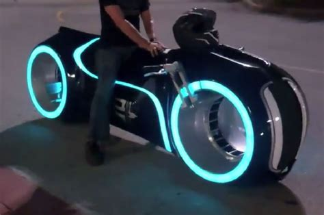 Motorrad Film Tron by Dream Garage Electric Tron Lightcycle By Parker Brothers