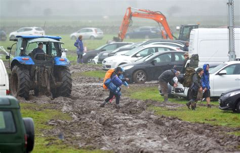 Stuck With A Of The Mondays 2 by Cars Stuck In Mud At Car Park After Festival No 6 Daily Post