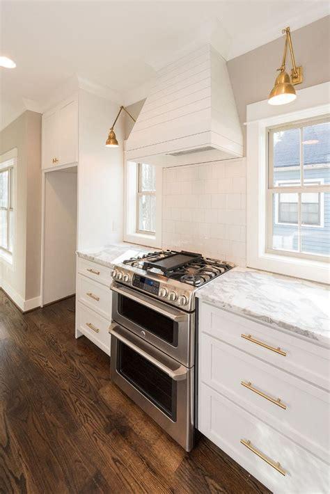 Spiegelschrank In Trockenbauwand by Shiplap Kitchen Cabinets 28 Images White Kitchen