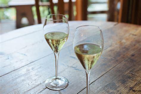 bicchieri per prosecco differenza tra prosecco e spumante ecco come distinguerli