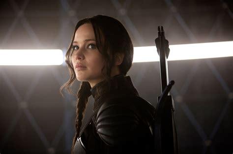 Film Terbaik Jennifer Lawrence | new mockingjay part 1 stills of katniss everdeen