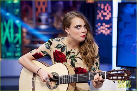 cara main jangan menyerah guitar full sized photo of cara delevingne plays drums guitar el
