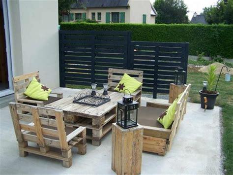 Beau Salon Jardin Palette Bois #1: salon-de-jardin-en-palette-canape-palette-joli-jardin-meubles-de-jardin-en-bois.jpg