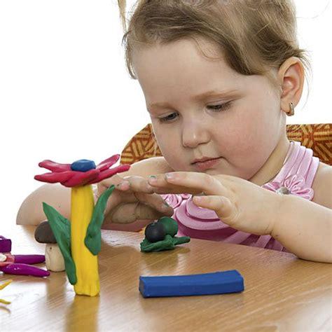 imagenes niños jugando con plastilina beneficios de jugar con plastilina
