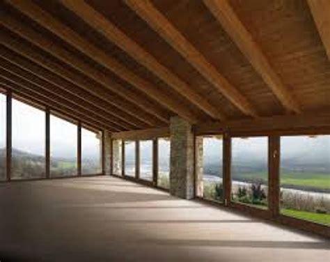 finestre a soffitto foto pavimentazione travatura e soffitto in legno
