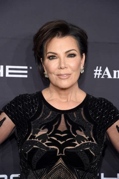 kris jenner short hairstyles lookbook stylebistro
