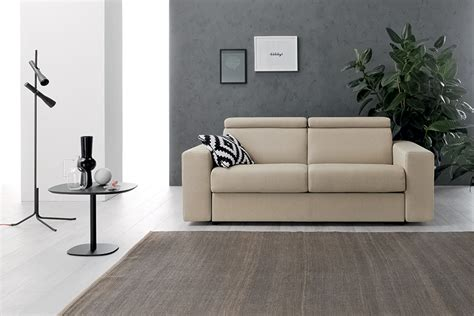 decorare pareti soggiorno decorare le pareti soggiorno con foto e quadri 10 idee