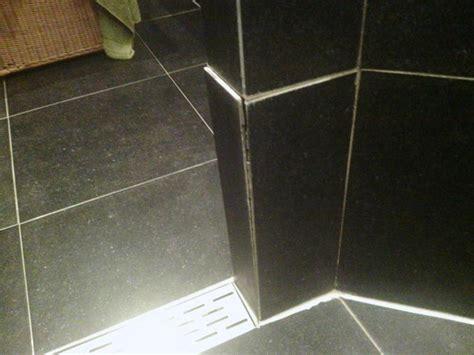 tegels opnieuw voegen badkamer reparatie badkamer tegel en opnieuw voegen werkspot