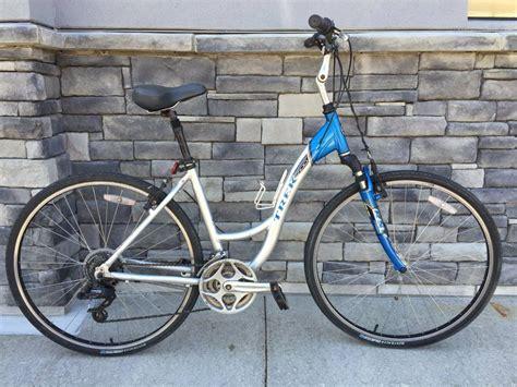 Hybrid Comfort Bike by Used Trek Hybrid Comfort Bike 18 Unisex For 399