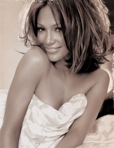 Jennifer Lopez Hairstyles: Sassy Medium Wavy Haircut